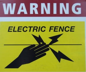 electric_fence_warning sign
